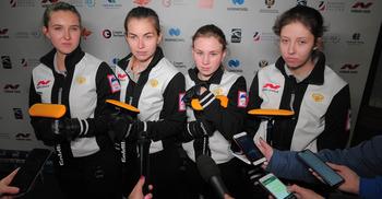 Фанаты керлинга, болевшие за российских юниорок, расстроены: команда не вышла в полуфинал