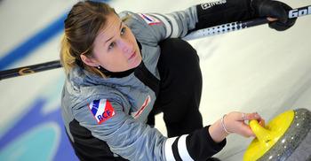 На стартовавших сегодня отборочных играх Arctic Curling Cup россиянки обыграли соперниц из Финляндии, но уступили команде Швейцарии
