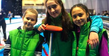 Участница детской команды Анжелика Кушнарева: «Для керлинга нужны крепкие руки!»