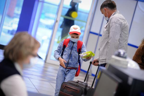С начала пандемии в аэропорту Норильска раздали более десяти тысяч масок