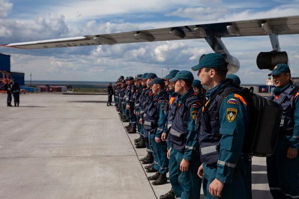 Военнослужащие сибирского спасательного центра вернулись домой из Норильска