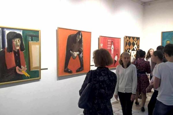 10 полотен представляют уникальную коллекцию работ Андрея Поздеева из собрания Норильской худгалереи на выставке в краевом центре