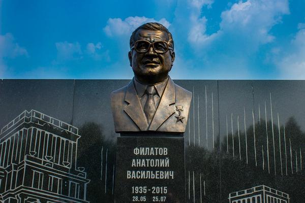 Памятник Анатолию Филатову открыли в столице