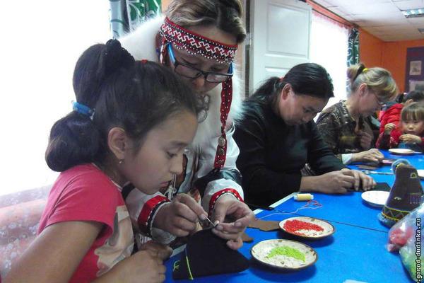 """Юных жителей таймырских поселков продолжают знакомить с национальной культурой КМН в рамках проекта, получившего поддержку """"Норникеля"""""""