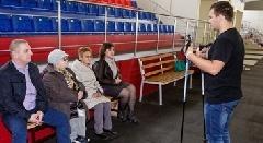 """""""Норникель"""" помогает приобщать таймырских пенсионеров к скандинавской ходьбе"""