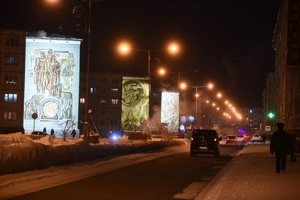 Мозаичные панно советских времен в Норильске оформили подсветкой