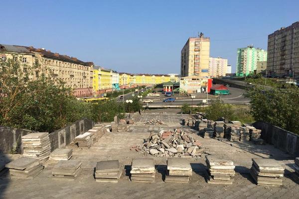Территория у монумента «Черный тюльпан» преобразится к концу сентября