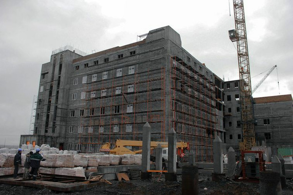 """Активисты """"Единой России"""" проинспектировали строительство перинатального центра в Норильске"""
