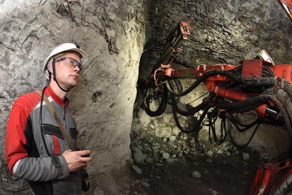 На рудниках в Норильске внедрили новую технологию крепления горных выработок