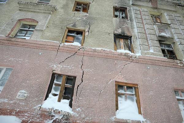 Летом снесут дом №20 на Комсомольской и отремонтируют просевшую дорогу