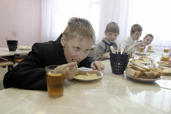 Горячий завтрак – для первой смены, горячий обед – для второй