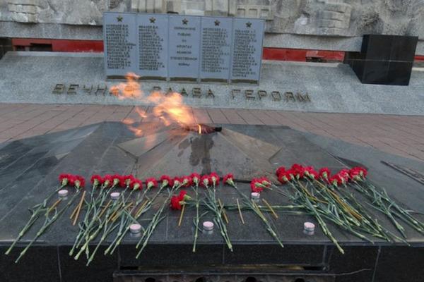 Норильские пожарные проведут субботник на площади Памяти Героев