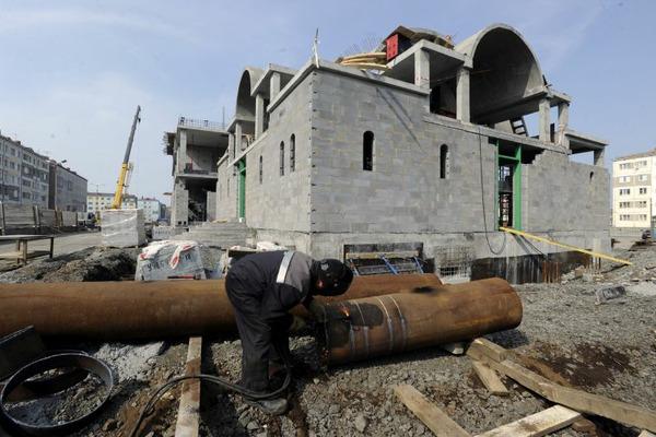 Часть четной стороны ул. Мира в Норильске еще девять месяцев будет закрыта для движения транспорта