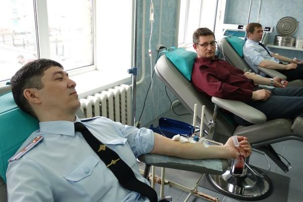 """Полицейские и общественники Норильска приняли участие в акции """"День донора"""""""