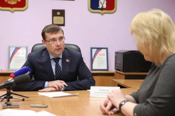 Александр Пестряков провел приём граждан по личным вопросам в местном отделении партии «Единая Россия».