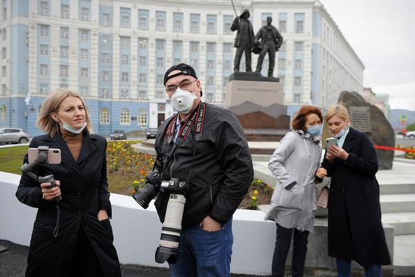 На Гвардейской площади открыли монумент «Металлургам Норильска»