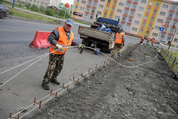 В Норильске ремонтируют бордюры и тротуары