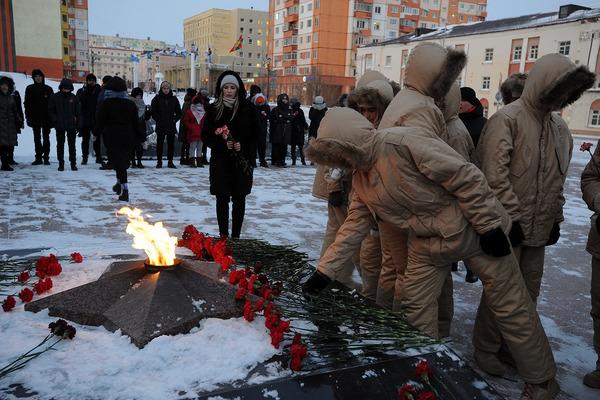 День Неизвестного Солдата в Норильске почтили возложением цветов у Вечного огня