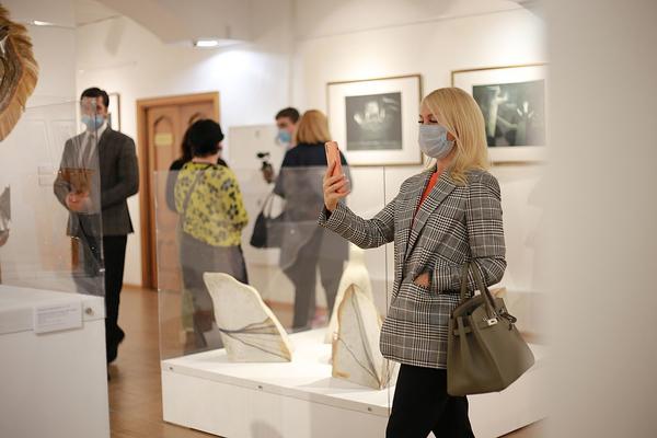 Парадоксальная выставка открылась в Норильской художественной галерее
