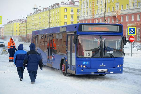 Проезд в городском автобусе норильчане скоро смогут оплачивать банковскими картами