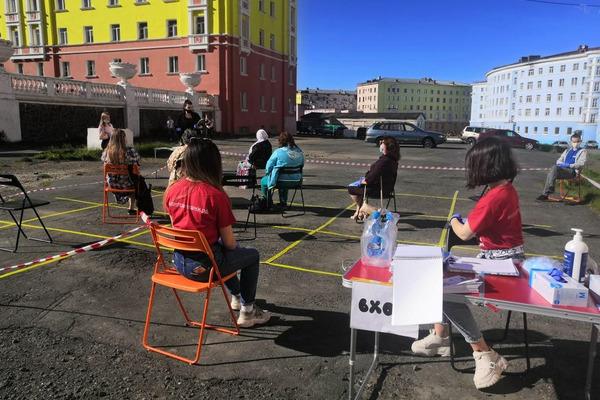 В Норильске начались пленэры для «серебряных художников»