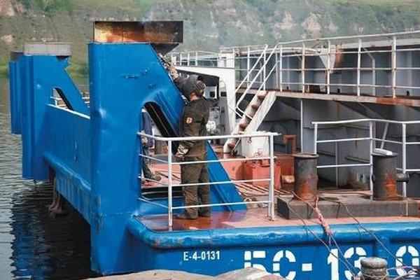 Енисейское пароходство оснащает баржи светосигнальным оборудованием