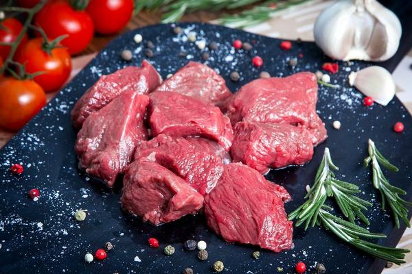 Оленина – деликатес для жителей материка и привычная пища для северян