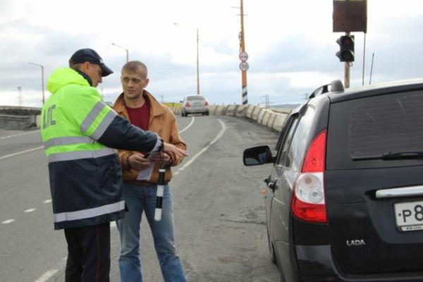 """Норильские полицейские провели акцию """"Пристегнись!"""""""