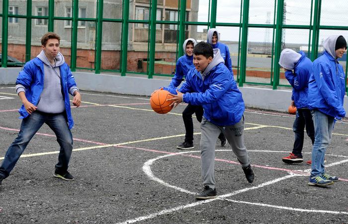 Открытие спортивной площадки за норильской школой №21