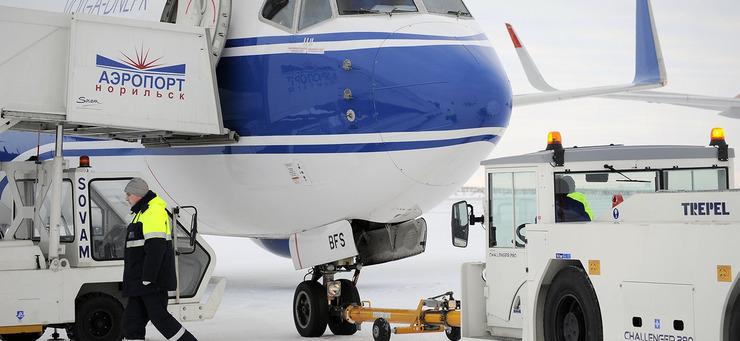 Новая спецтехника в норильском аэропорту