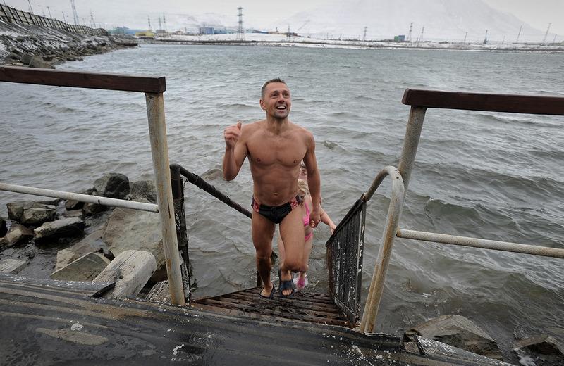 Норильские моржи открыли очередной купальный сезон