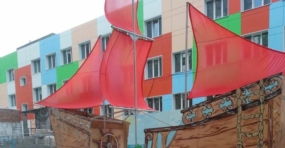 Алые паруса появились в одном из норильских дворов