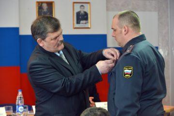 """Дудинский участковый награжден медалью """"За спасение погибавших"""""""