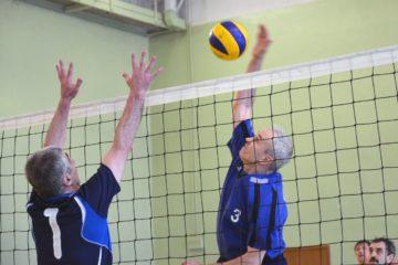 Заключительный этап юбилейного турнира на Кубок Норильска по волейболу среди ветеранов спорта пройдет в День народного единства