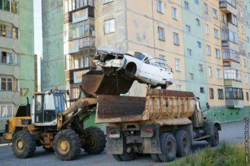 10 брошенных автомобилей вывезут из дворов Дудинки