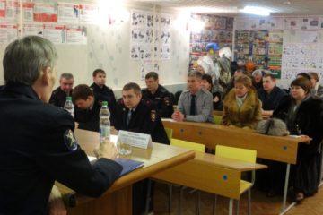 Сход граждан провел в Норильске представитель краевой полиции