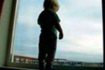 Двух детей, игравших у открытого окна, спасли в Норильске