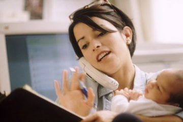 Почти 1000 жительниц края прошли профессиональное обучение, находясь в отпуске по уходу за ребенком