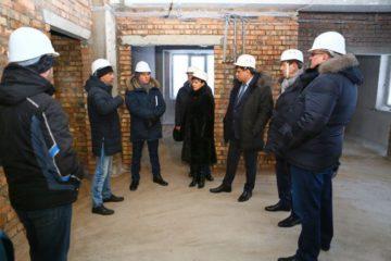 Глава Норильска проинспектировал ход реконструкции детского сада