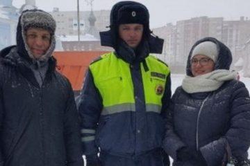 Норильские госавтоинспекторы продолжают патрулировать участки проезжих частей и переходов вместе с родителями школьников