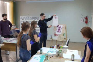 Граффити-художники на мастер-классе рассказали норильчанам о трафаретной технике