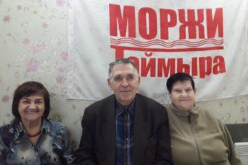 Моржи Норильска в канун 9 Мая поздравили ветеранов