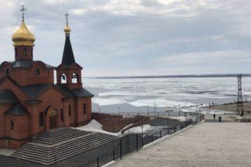 На Енисее в районе Дудинки идет ледоход
