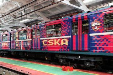 В московском метро курсирует поезд с символикой баскетбольного ЦСКА