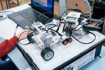 Молодые роботехники из России создали робота для уборки в Арктике