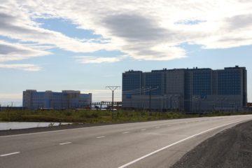 В районе строящегося здания перинатального центра начался субботник, объявленный администрацией Норильска