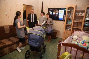 Первому ребенку, родившемуся в новом перинатальном центре Норильска, вручили подарки от города