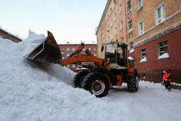 Из норильских дворов вывезено в восемь раз меньше снега, чем в прошлом году