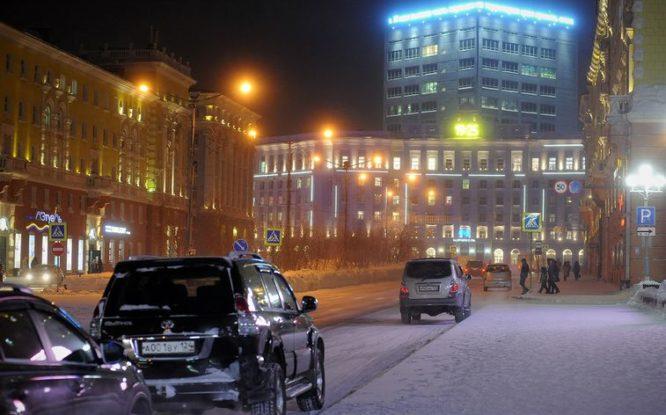 На норильских автозаправочных станциях в январе подорожали и бензин, и дизтопливо