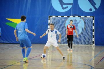 Андрей Тихонов выступил в товарищеском матче с юными норильскими футболистами
